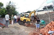 Đắk Nông: Sập bờ kè trụ sở Phòng Cảnh sát giao thông, 1 người tử vong
