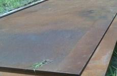 Khởi tố giám đốc công ty xây dựng thuê tôn trải đường để bán sắt vụn