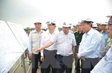 Kiểm tra dự án nâng cấp đường băng Sân bay Tân Sơn Nhất