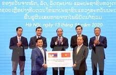 Trao tượng trưng 1.000 tấn gạo hỗ trợ Lào khắc phục hậu quả thiên tai