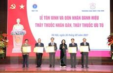[Photo] Lễ trao danh hiệu Thầy thuốc Nhân dân, Thầy thuốc Ưu tú