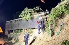 Quảng Trị: Xe tải mất phanh lao vào vách núi, lái xe tử vong