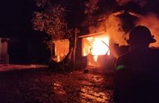 Đà Nẵng: Nỗ lực dập tắt đám cháy tại bãi rác Khánh Sơn