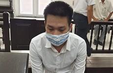 """Hà Nội: Thuê người đóng giả cán bộ địa chính để lừa đảo """"chạy"""" sổ đỏ"""