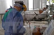 Anh: 50% các ca nhập viện vì COVID-19 phát sinh biến chứng