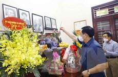 Chủ tịch Quốc hội thắp hương tưởng niệm đồng chí Lê Quang Đạo