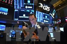 Số liệu về bán lẻ chấm dứt chuỗi tăng điểm kỷ lục của chứng khoán Mỹ