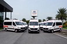 Trao tặng 10 xe cứu thương cỡ lớn cho các bệnh viện tuyến đầu