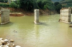 Quảng Ngãi: Kịp thời cứu 2 thanh niên bị nước lũ cuốn trôi
