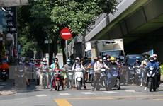 Đông đúc xe cộ trên nhiều tuyến đường khu vực ven trung tâm TP.HCM