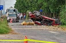 Bắc Ninh: Ôtô con vỡ nát sau khi va chạm với xe tải, 2 người tử vong