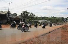 Bình Phước gấp rút sửa đường cho người dân về quê an toàn