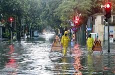 Nước chưa rút tại một số tuyến đường ở Hà Nội sau mưa lớn