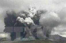 Núi lửa Aso ở Nhật Bản phun trào dữ dội, du khách vội vàng sơ tán