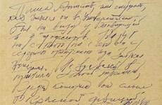 """Bản thảo viết tay """"Bác sỹ Zhivago"""" được bán với giá 77.500 USD"""