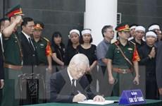 Hình ảnh các lãnh đạo ghi sổ tang tưởng nhớ nguyên Tổng Bí thư Đỗ Mười