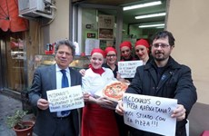 """McDonald's chê pizza Napoli, Quốc hội Italy """"sôi sùng sục"""""""