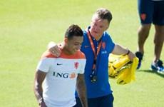 """M.U mua Depay: Van Gaal đang """"nhuộm cam"""" sân Old Trafford?"""