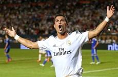 """Ronaldo lại khiến Messi """"ngửi khói"""" trong cuộc đua danh hiệu"""