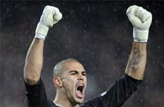 Thủ môn Valdes của Barcalona chính thức là cầu thủ tự do