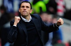 """HLV Poyet """"kinh ngạc"""" khi Sunderland loại được M.U"""
