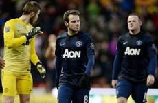 Kết quả bóng đá: Stoke hạ gục M.U, Milan gây thất vọng