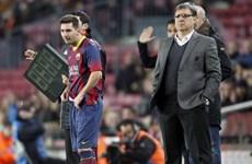 Iniesta và Messi đang là gánh nặng của Barcelona
