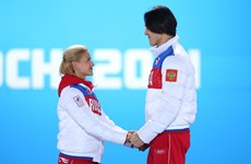 """Hình ảnh """"độc"""" trên bục nhận huy chương ở Olympic Sochi"""