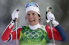 """Olympic Sochi: """"Bà đầm thép"""" Bjoergen giúp Na Uy dẫn đầu"""