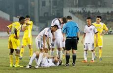 Video pha đạp bóng làm gãy chân đối thủ tại V-League