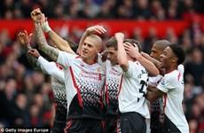 Video bàn mở tỷ số của Gerrard vào lưới Man Utd