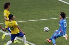 """[Photo] Dàn sao của Brazil bất lực trước """"Người nhện"""" Ochoa"""