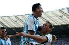 """Argentina - Nigeria: Đại bàng xanh chống """"Bộ tứ huyền ảo"""""""