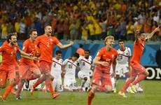 """Hà Lan nhọc nhằn vượt ải Costa Rica sau loạt """"đấu súng"""""""