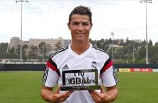 Ronaldo lập hat-trick danh hiệu xuất sắc nhất mùa giải