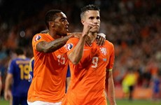 Kết quả: Van Persie giúp Hà Lan thắng trận đầu, Bỉ hủy diệt