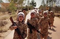 IS tung video gây sốc về cảnh huấn luyện các binh sỹ trẻ em
