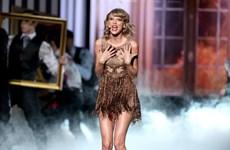 """Tại sao nữ ca sỹ Taylor Swift luôn mặc đầm """"giấu bụng""""?"""