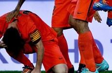 Kết quả: Lionel Messi bị tấn công, Dortmund xuống đáy Bundesliga