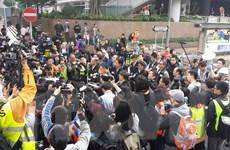 Cảnh sát Hong Kong cho người biểu tình thời gian để giải tán