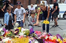 Dòng người đổ về Sydney tưởng niệm hai nạn nhân thiệt mạng