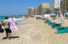 Đồng ruble mất giá khiến các bãi biển của Ai Cập vắng khách