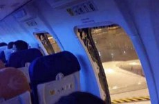 Trung Quốc bắt 25 hành khách vì cố tình mở cửa thoát hiểm máy bay