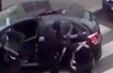 Video màn đấu súng giữa 2 kẻ khủng bố với cảnh sát