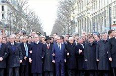 Thủ tướng Đức bị xóa mặt trong ảnh lãnh đạo tuần hành ở Paris