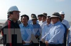 Phó Thủ tướng thị sát tình hình sạt lở bờ biển Đông tại Cà Mau