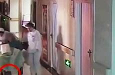 Trung Quốc: Bé sơ sinh tử vong do bị y tá kéo lê trên sàn nhà