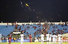 Cận cảnh trực thăng dẹp bạo loạn ở trận bán kết giải CAN 2015
