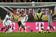Lukas Podolski lập công giúp Đức thoát thua trước Australia