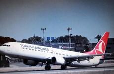 Máy bay Turkish Airlines lại phải đổi hướng bay vì gói hành lý lạ